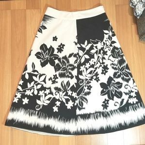 SilkLand Skirts - SILKLAND Black & White Floral Skirt